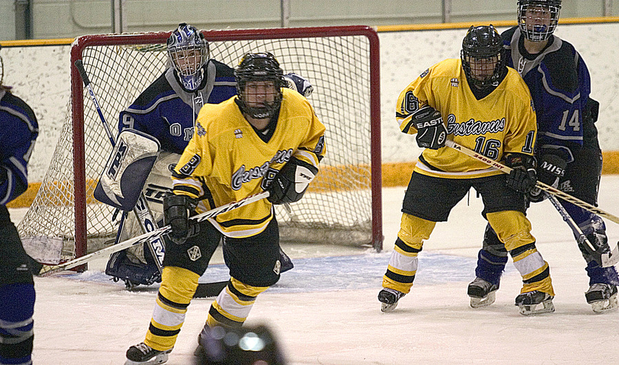 Gusties Tanna Tuomie (left) and Ingrid Neve (right) set up on the power play in front of the Tommies' Katie Jetland.