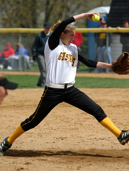 Gustavus pitcher Joyce Dewitz earned two wins on Saturday.