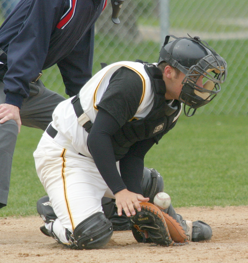 Catcher Mike Holman smothers a low pitch from Ricky Sabo.