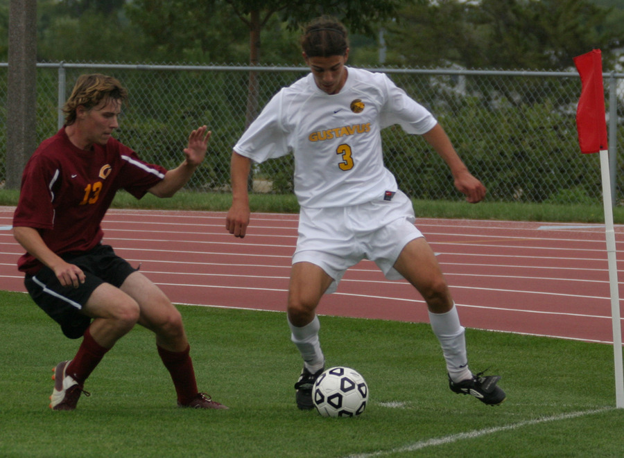 Chris Pinahs fights for the ball in the corner against a Cobber defender