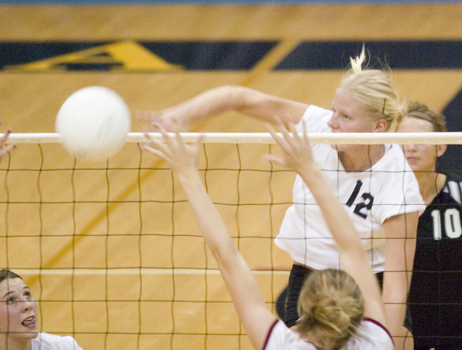 Jennifer Thelemann drives the ball over the net