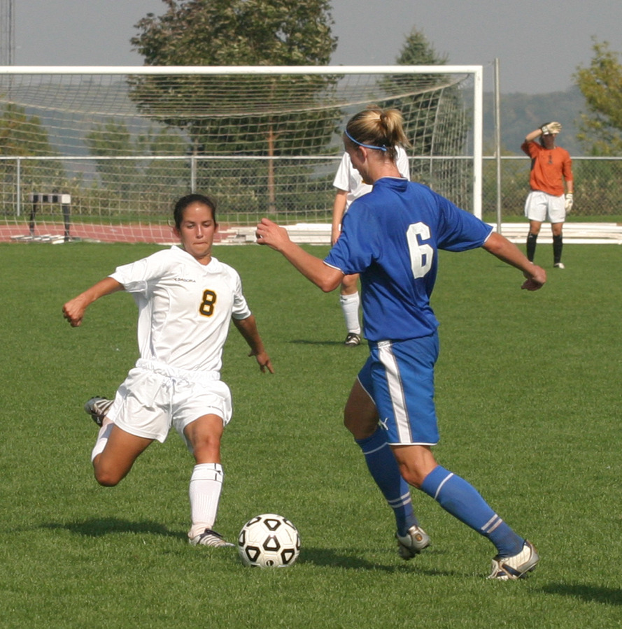 Alison Rethwisch makes a play on the ball.