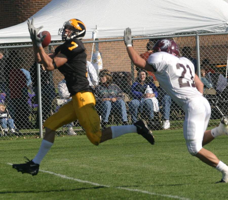 Kerry Zajicek hauls in a 26-yard touchdown catch.