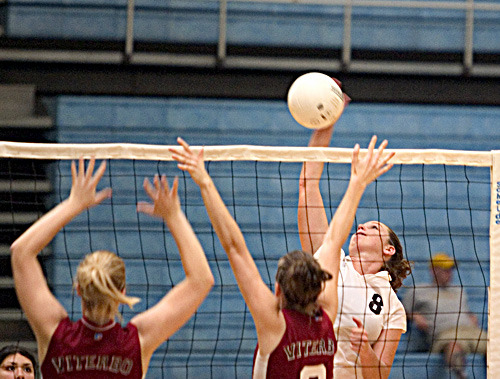 Houlihan was named to the volleyball all-conference team in 2004.