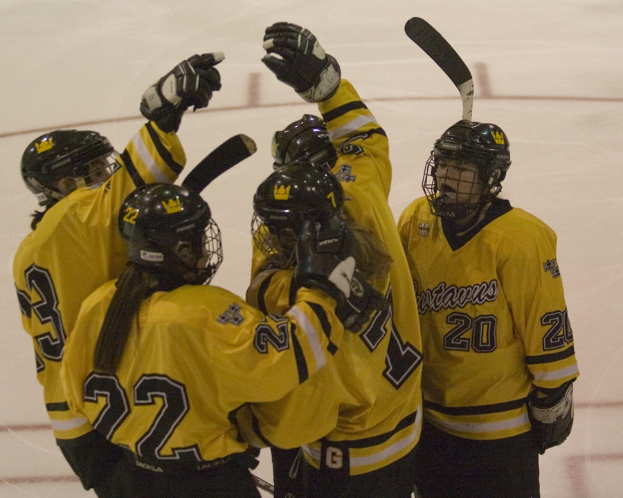 Laura Vannelli (7) celebrates with teammates following her third-period goal.