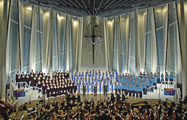 """Gustavus Adolphus College's 2005 Christmas in Christ Chapel service, """"Ageless Visions of a Timeless Moment."""""""
