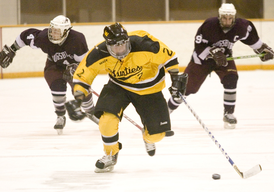 Loren Havemeier handles the puck on a breakaway.