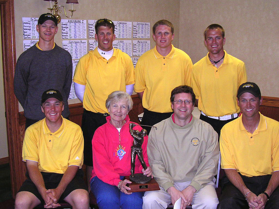 The Gustavus men's golf team with Barb Krig (wife of the late Bobby Krig) and their son Dave.