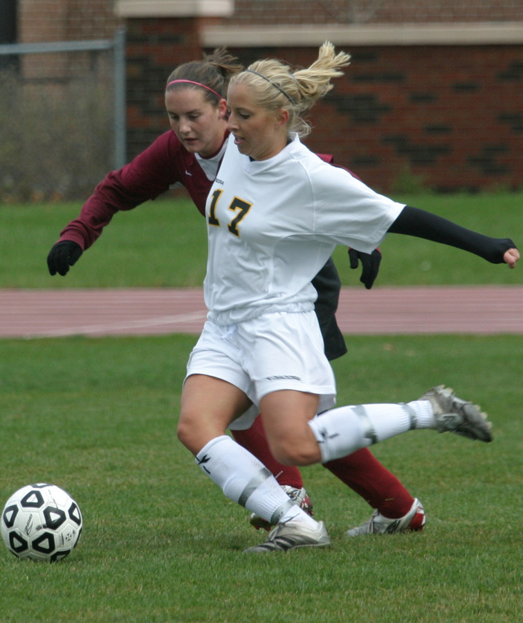 Alison Dittmer fights for position and the ball.