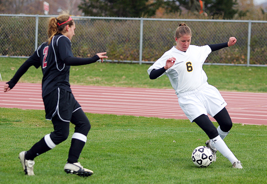 Amy Larson scored a goal and an assist in Saturday's win vs. Hamline.