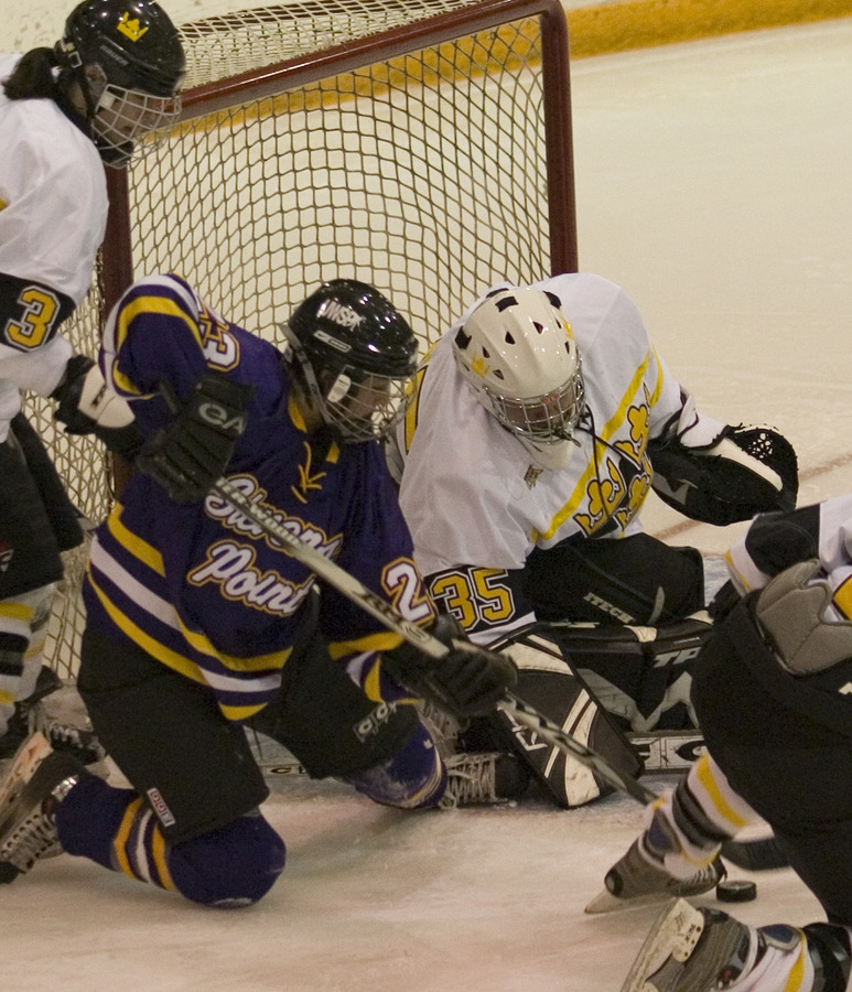 Sarah Windhorst (35, white) made 18 saves in net to pick up the victory.