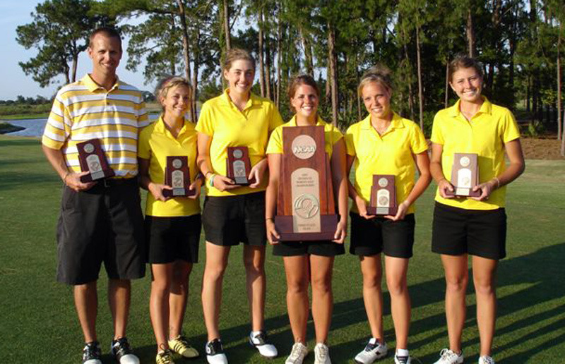 Gusties with trophy (l to r): Coach Scott Moe, Rachel Roberg, Kali Griggs, Breanne Staples, Amanda Johnson, Kimbra Kosak