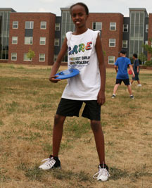 A two-summer NYSP student learns frisbee for disc golfing.