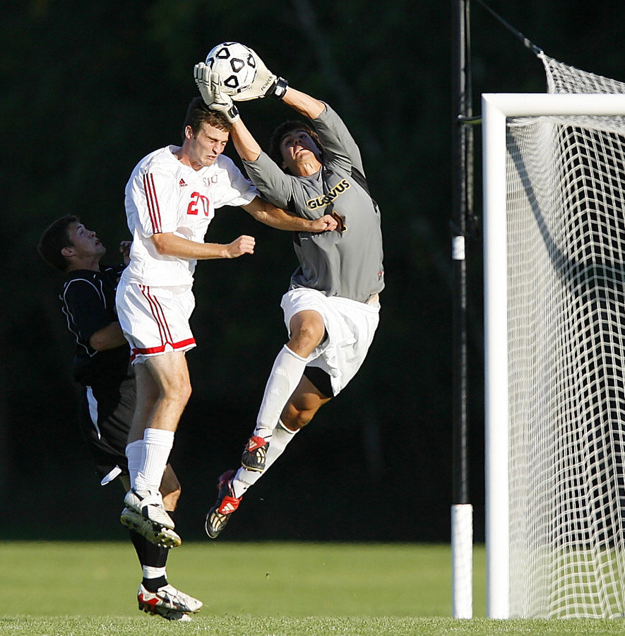 Trevor Brown comes up with a spectacular save. (Photo courtesy of Dave Sanders)