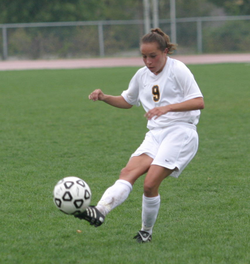 Tami Korb sends the ball up the field.