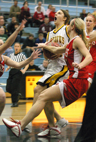 Molly Mathiowetz drives to the basket.