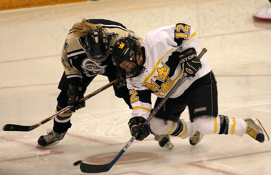 Jessie Doig goes for the puck.