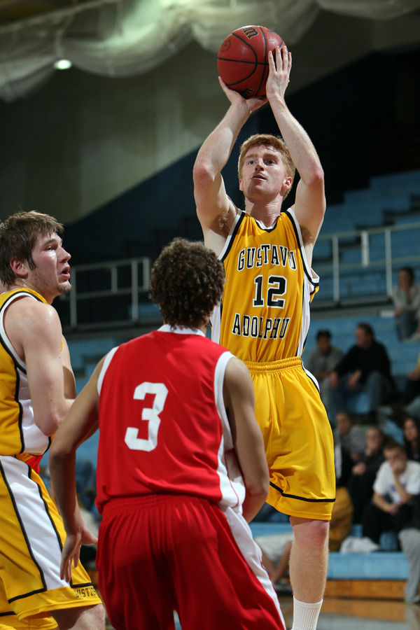 Point guard Mike DesLauriers pulls up for a jumper. (Brian Fowler photo)