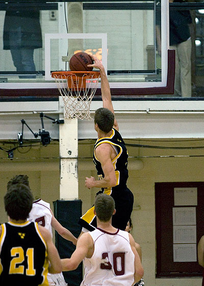 Trevor Wittwer scores two points on a dunk in the second half (Photo by Ryan Coleman, d3sports.com)