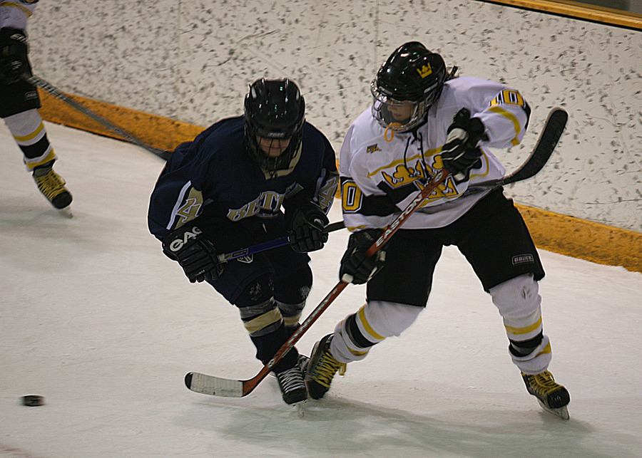 Alyssa Saunders fights to get to the puck.