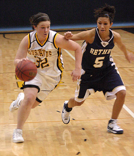 Kirsten Prunty drives past a Royal defender.