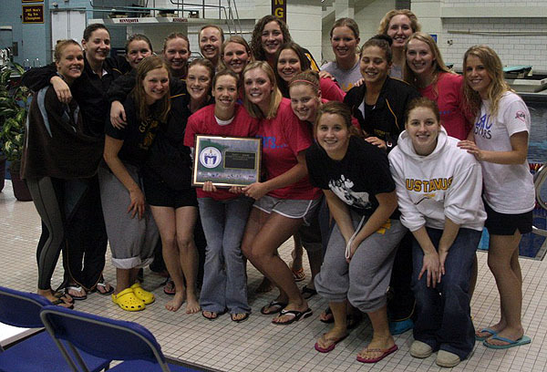 The Gustavus women's team with their first place trophy.  (Photo Courtesy Ryan Coleman, d3sports.com)