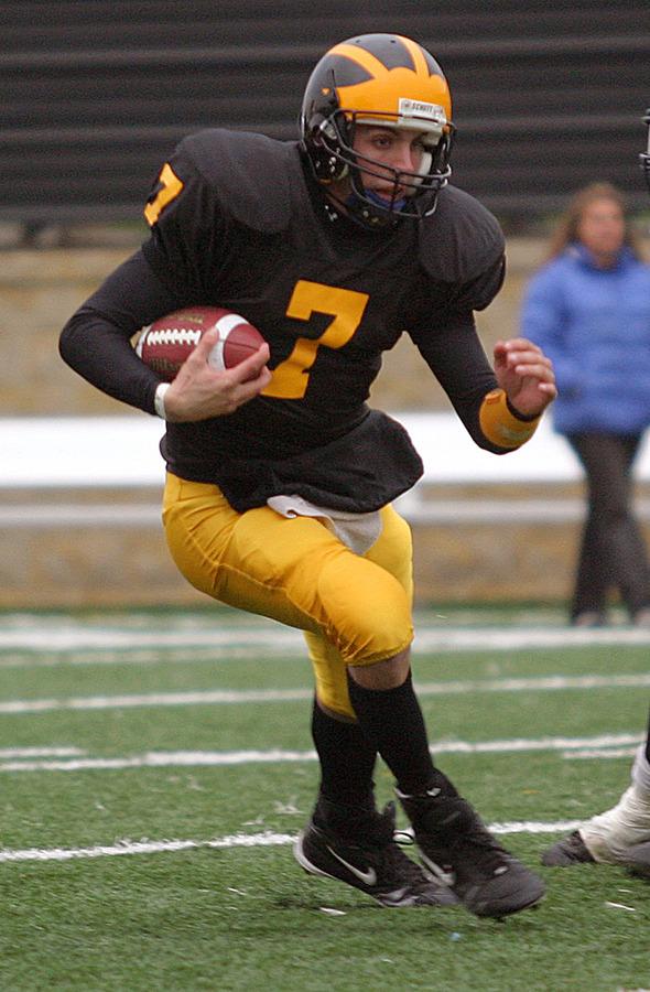 Quarterback Jordan Becker