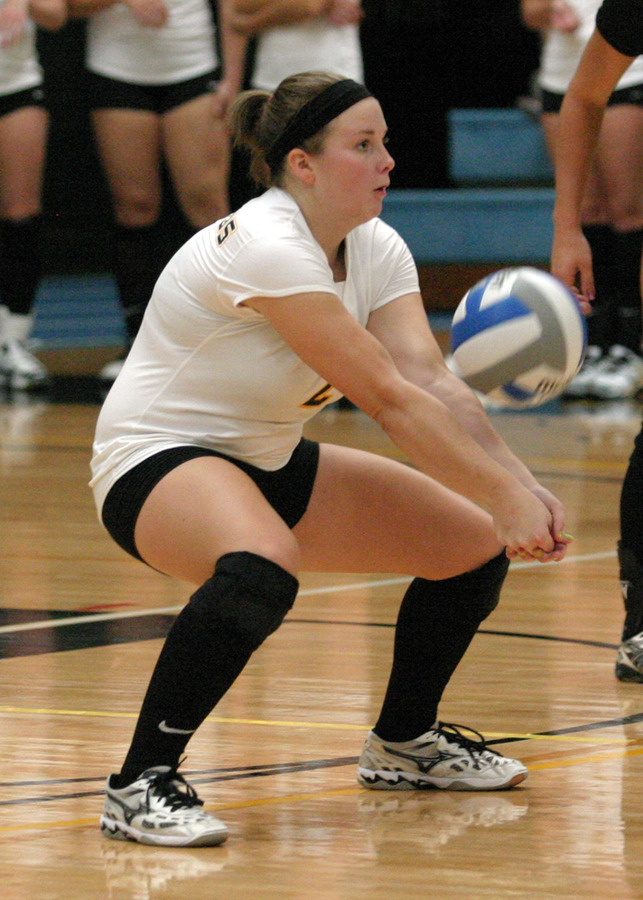 Jenny Ewert had 10 digs during the match.