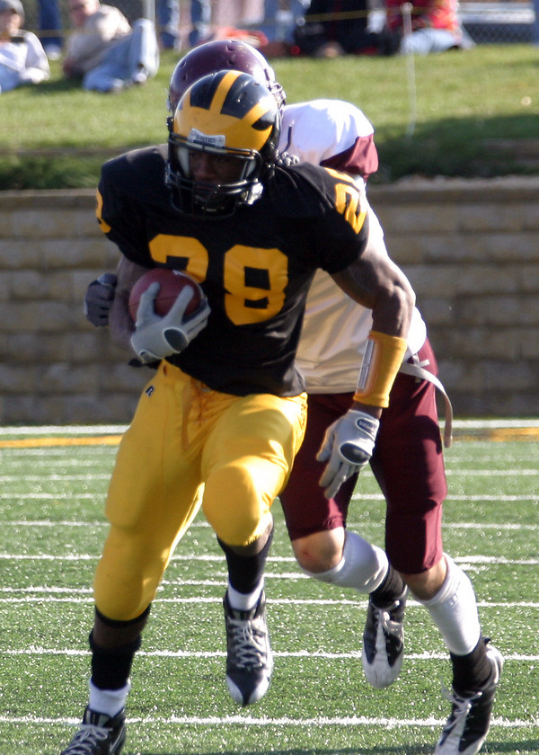 Senior running back Ray Wilson on one of his 28 rushing attemps on Saturday against Augsburg.