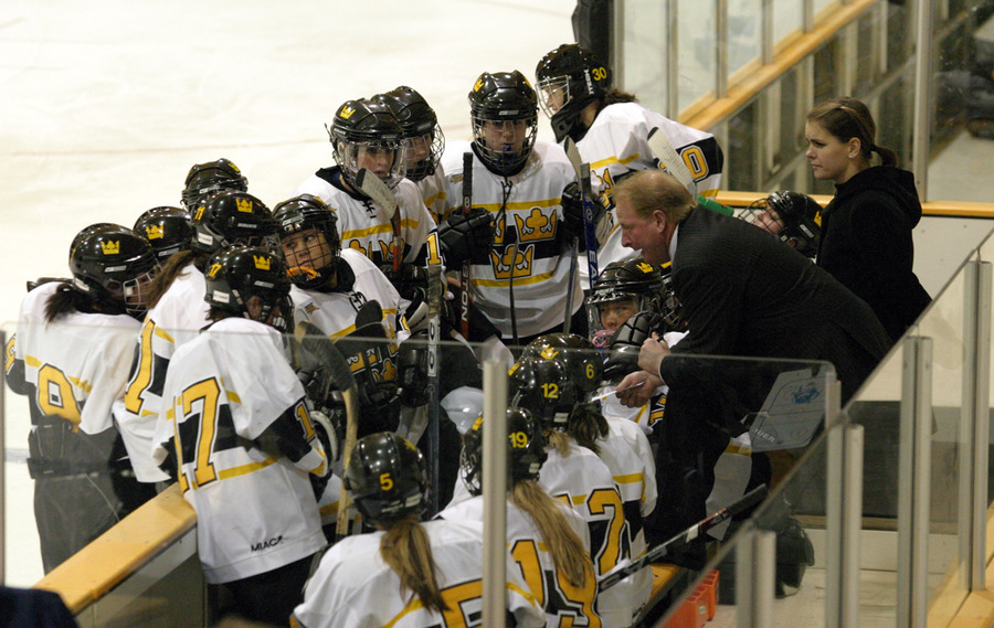 The Gusties get organized for a two-skater advantage.