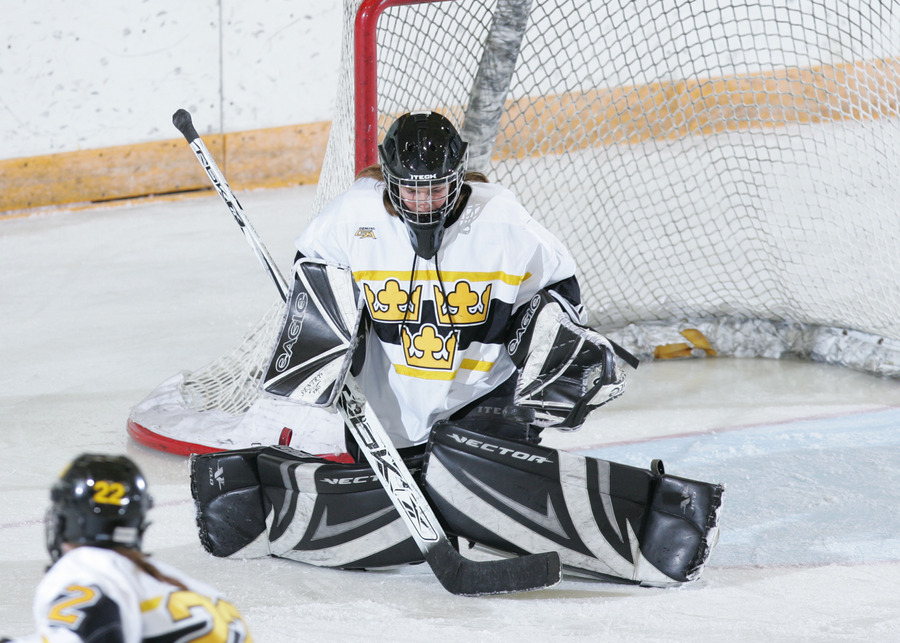 Danielle Justice made several outstanding saves in the nets for Gustavus. (Photo by AJ Dahm)