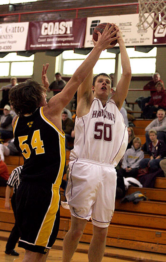 Sam Paulson contests a Hamline shot. (Ryan Coleman, D3photography.com)