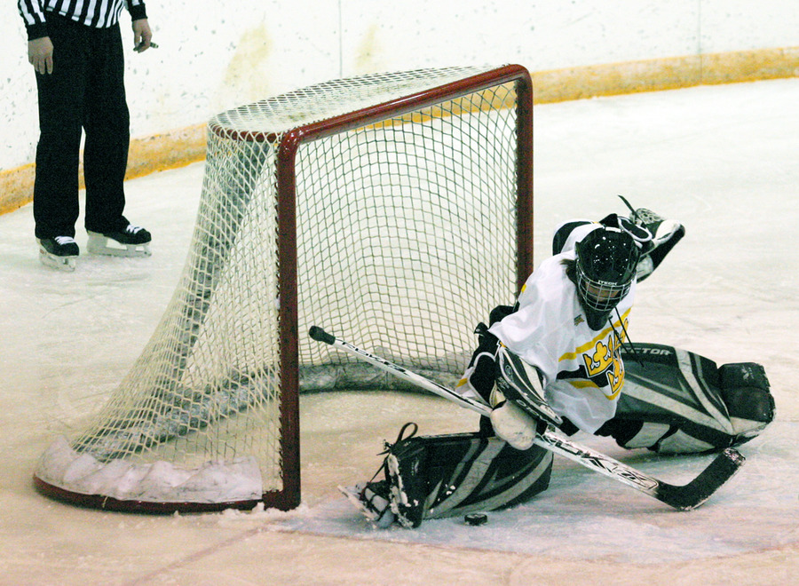 Danielle Justice makes a big save in the first period.