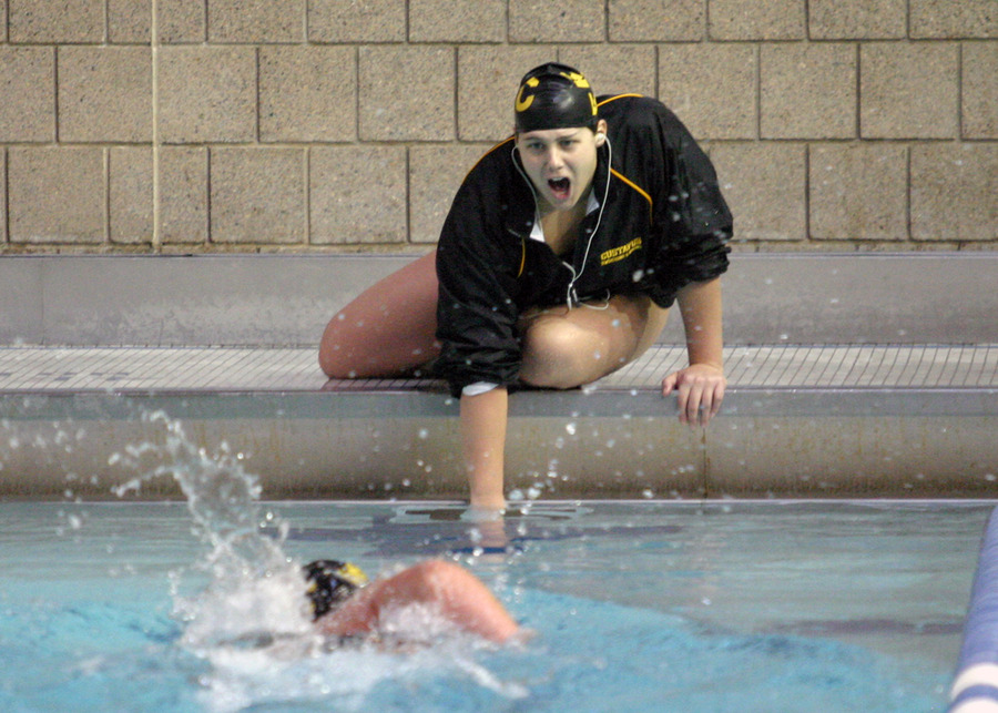 Janae Piehl counts for Carrie Gundersen as she swims the 1000 free.