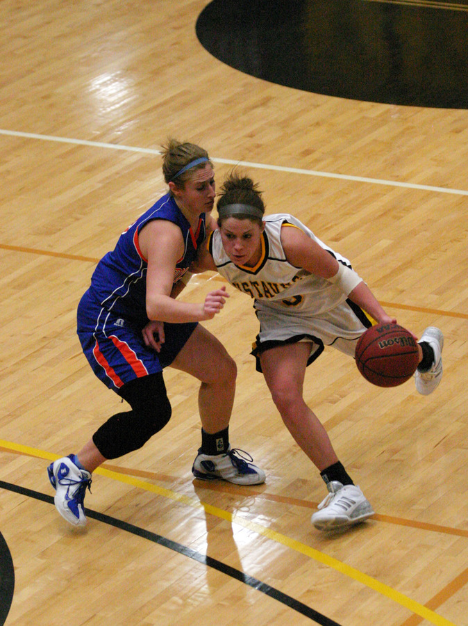 Bri Radtke drives to the basket.