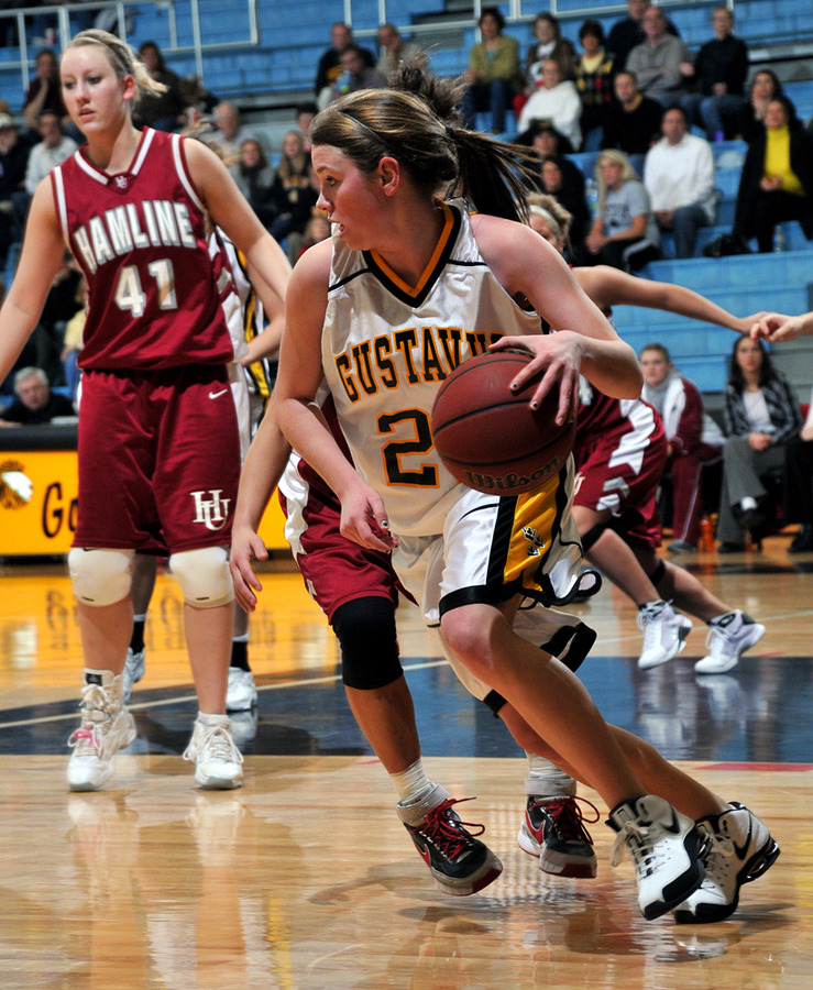 Colleen Ruane brings the ball up the floor. (Brian Fowler, SportPix)