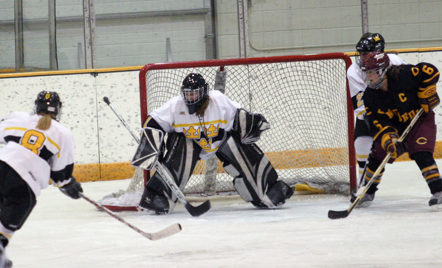 Goaltender Danielle Justice made 11 saves and recorded her third shutout of the season.