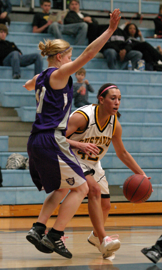Ava Perry dribbles past a Tommy defender.