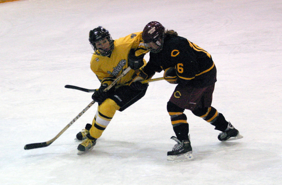 Laura Hillman battles a Cobber for position.