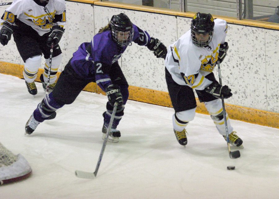 Jessie Doig handles the puck behind the St. Thomas net.