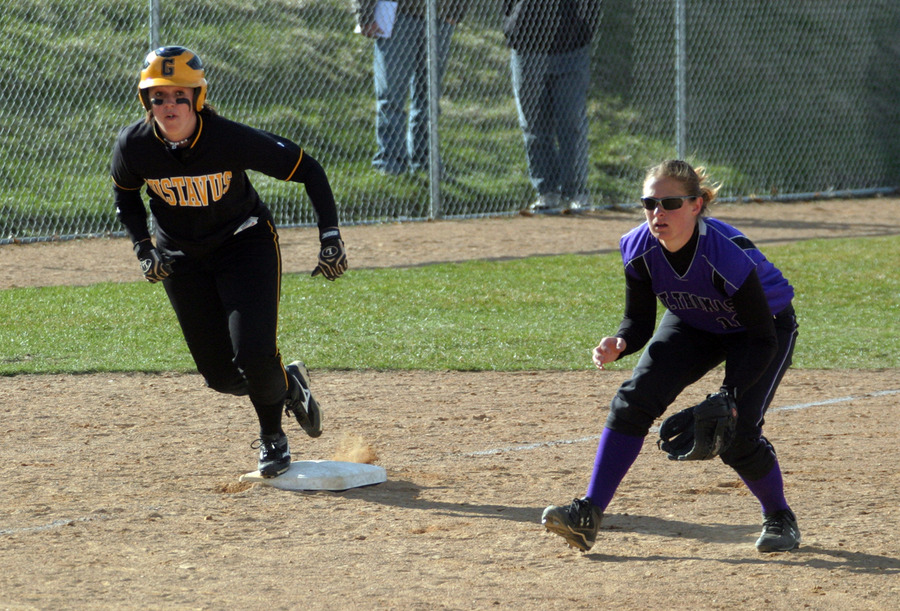 Kirsten Prunty takes a lead off third base.