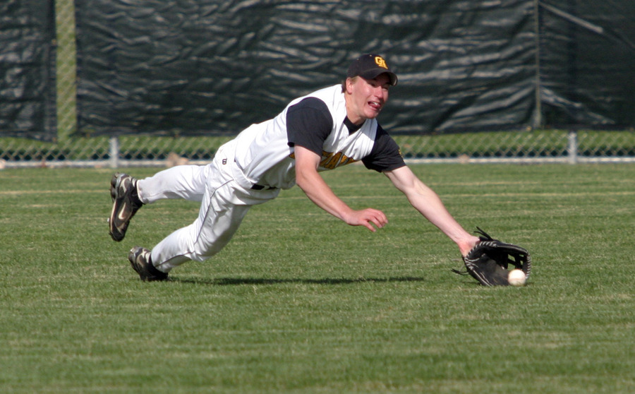 Cody Suklaski lays out to make the catch.