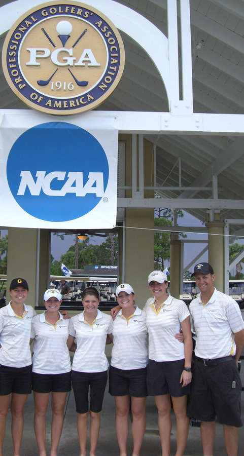 The Gustavus women's golf team with Coach Scott Moe before a practice round.