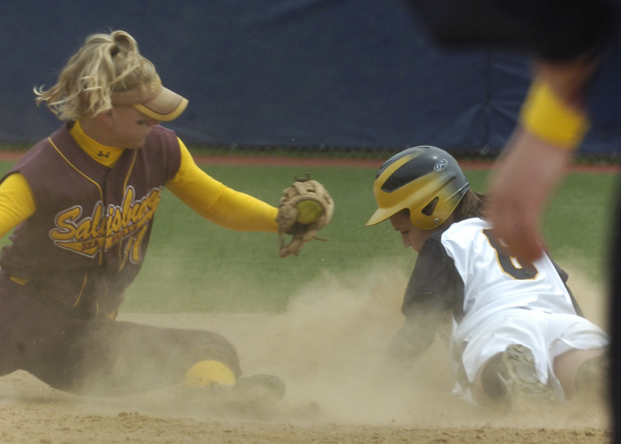 Emily Klein steals second base in the fourth inning.