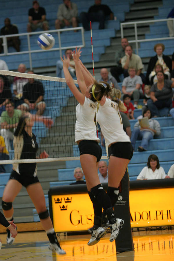 Angela Ahrendt (left) and Nicki Ainsworth go up for the block.