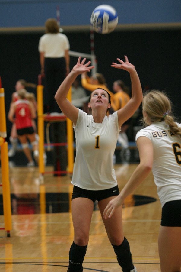 Malea Noennig with one of her many assists during the Gustavus Classic.