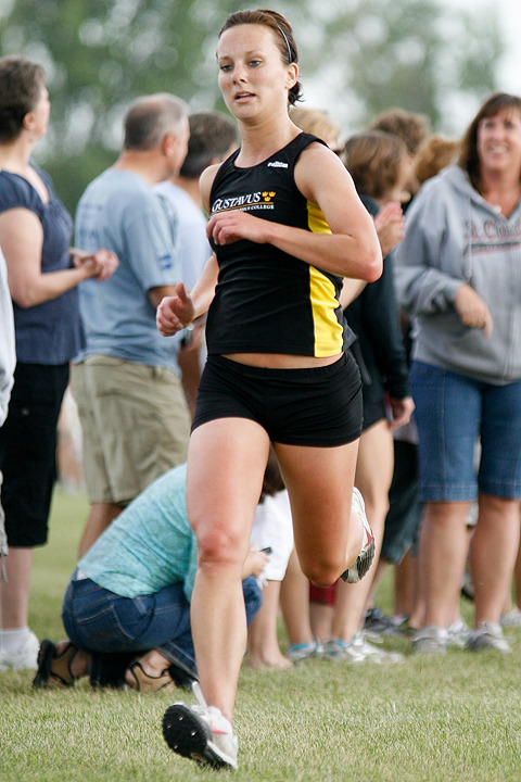 Vanessa Jones nears the finish line where she placed 41st.  (Photo by Caleb Williams, D3sports.com)