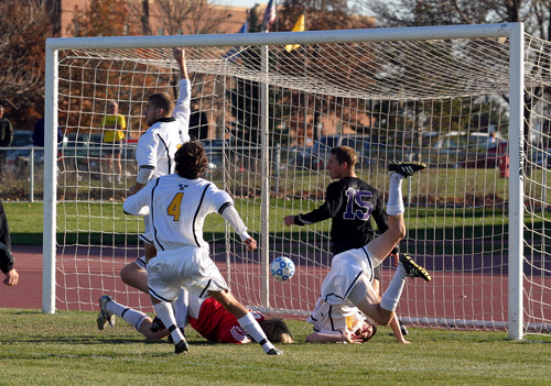 Jordan Iblings scores the equalizer in the 82nd minute.