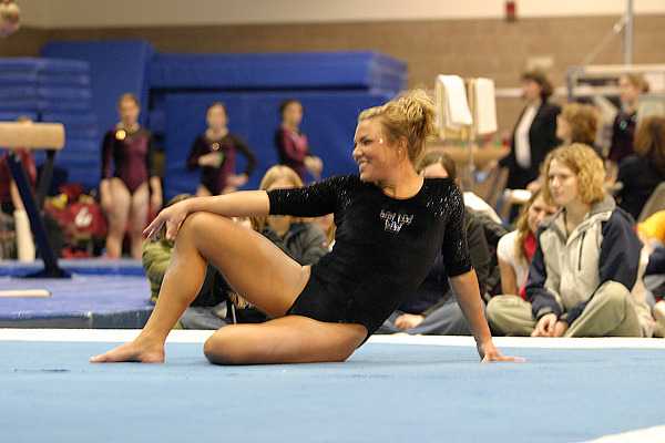 Ashley Erickson performs on the floor exercise.